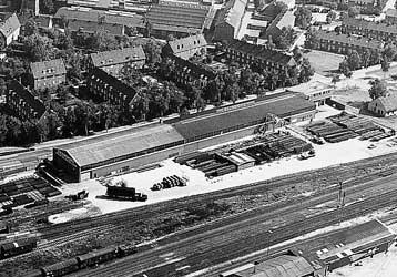 Luftaufnahme von einer Stahlhalle